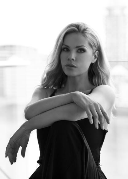 Amanda R